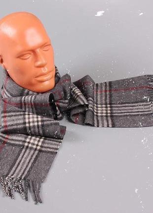 Серый шарф в клетку