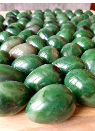 Нефритовые яйца из зеленого саянского нефрита