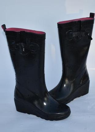 Женские резиновые сапоги черные на танкетке на осень размер 37