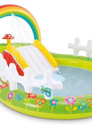 Надувной игровой центр с горкой, фонтаном, надувными игрушками...