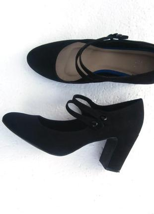 Красивые туфли на удобном каблуке