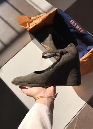 Оригинал! замшевые туфли на танкетке le silla