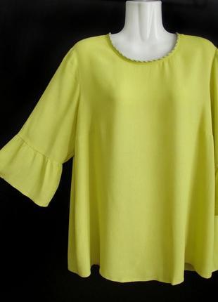 Распродажа! салатовая блуза с воланами и металлическим декором...