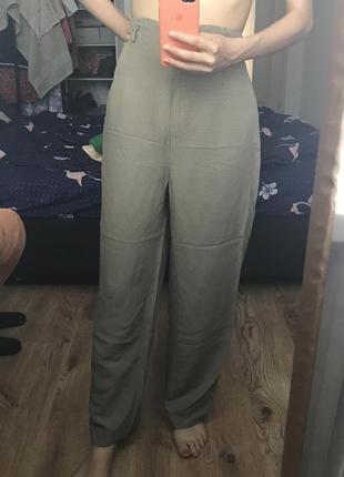Легкие брюки на высокой талии