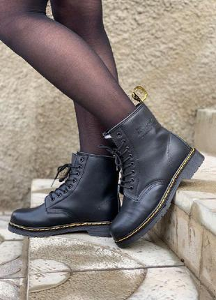 Шикарные женские зимние ботинки dr. martens classic fur