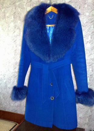 Продам зимнее шерстяное пальто с мехом песца