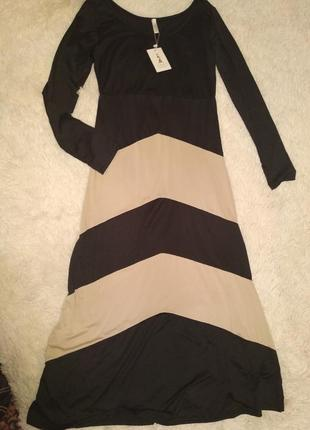 Красивое платье размер s