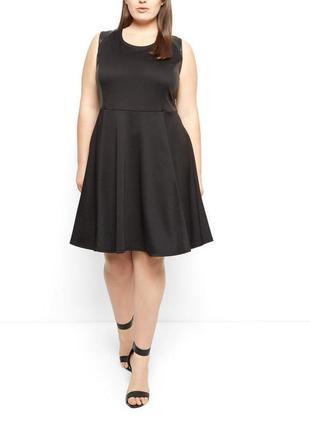 Красивое чёрное платье с декором под кожу