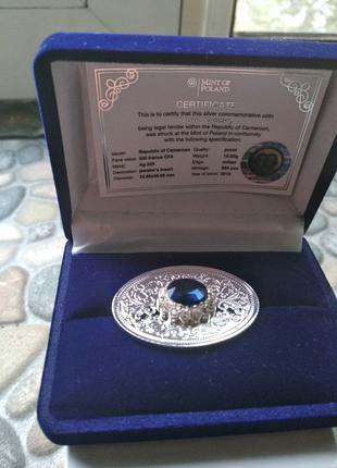 Серебряная монета брош с цырконами