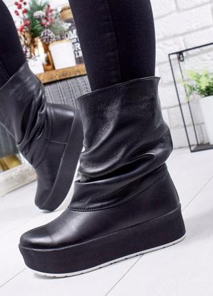 Зимние натуральные кожаные сапоги на высокой подошве платформе...