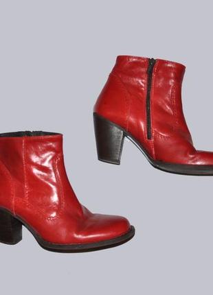 Стильные красные кожаные ботинки казаки lazamani