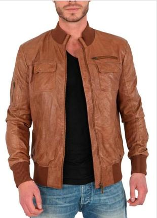 Рыжая кожаная куртка с отстегивающимися рукавами