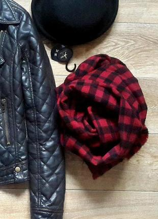 Длинный объемный шарф в красно-черную клетку