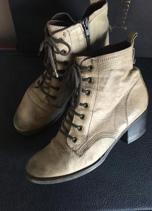 Кожаные ботинки -размер 39