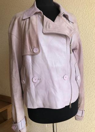 Кожаная куртка косуха от бренда escada sport, лиловая в идеаль...