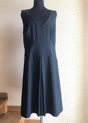 Черное платье футляр ниже колена миди hugo boss