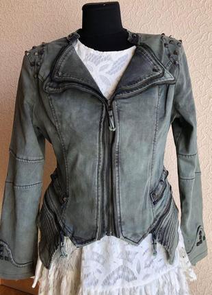 Джинсовая куртка косуха с заклепками хаки