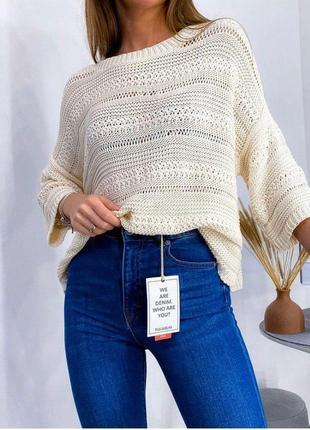 Молочный вязаный свитер джемпер свободного кроя с свободными р...