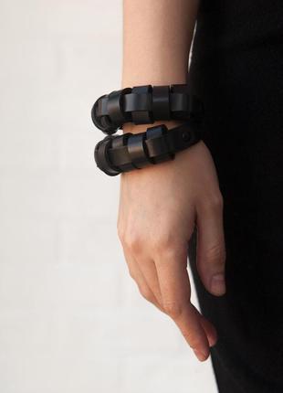 Акцентный объемный браслет из плотной итальянской кожи (все ра...