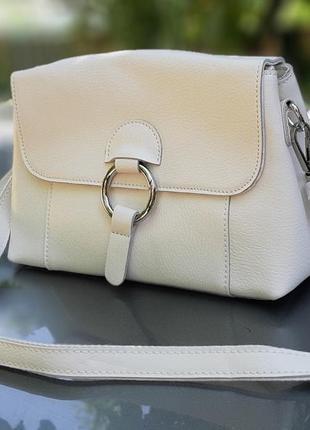 Женская кожаная сумка белого цвета