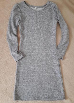 Платье тёплое,  с длинным рукавом.