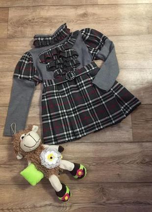 Красивое теплое платье в модную клетку с поясом !!! на 4-5 лет