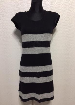 Теплое трикотажное платье с коротким рукавом в полоску от prom...