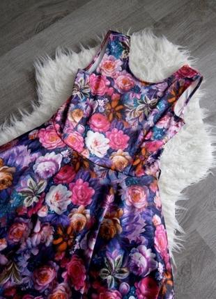 Шикарное платье  цветочный принт c пышной юбкой