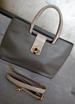 Стильная бежевая классическая сумка