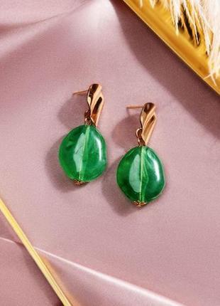 Стильные длинные серьги зеленого цвета