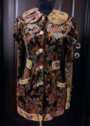 Эксклюзивное плащ-пальто в винтажном стиле