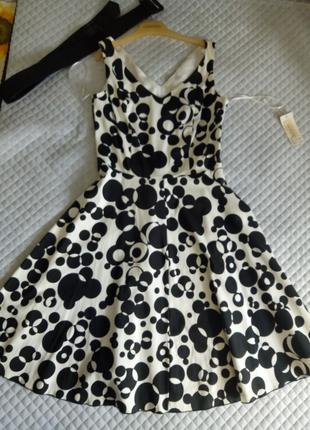 Платье белое в черный горох