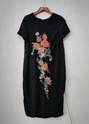 Стильное платье с вышивкой большого размера