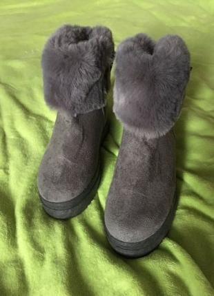 Меховые ботинки из эко-замши с бантами