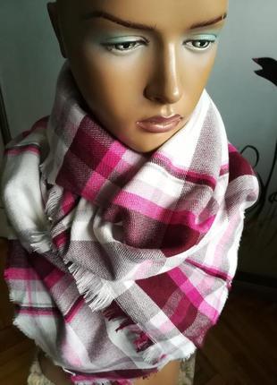 Красочный красивый шарф палантин