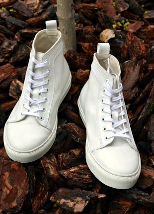 Высокие белые кожаные кеды