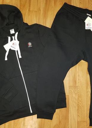 Теплый спортивный костюм reebok. размер xxl