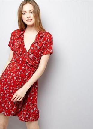 Скидка до 3️⃣1️⃣.0️⃣1️⃣! красное платье в цветы на запах с рюш...