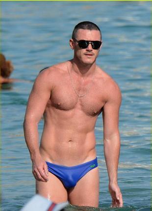Германия! яркие синие мужские плавки купальные, море
