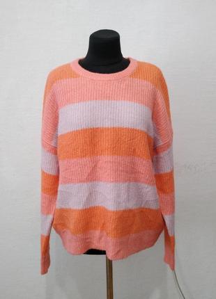 Стильный яркий свитер большого размера
