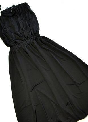 Роскошное черное платье ниже колен