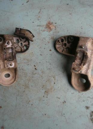Кронштейн/опора двигателя на Audi A6 2.5TDI