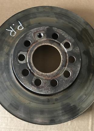 Тормозный диск передний правый Skoda Octavia A7 Шкода Октавия ...