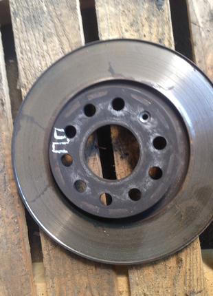 Тормозной диск передний правый Skoda Octavia A5 Шкода Октавия А5