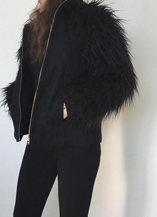 Стильное короткое пальто zara  с меховыми рукавами