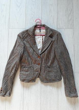 Пиджак в стиле ретро.