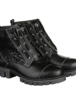 Кожаные ботинки черного цвета с декором