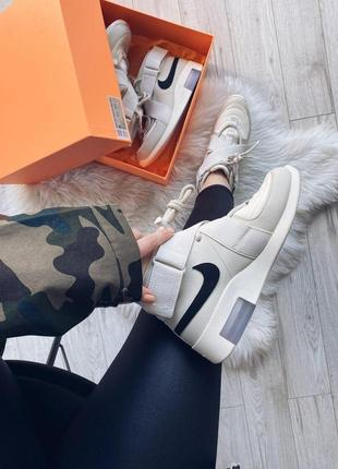 Шикарные кроссовки nike air fear of god raid light bone унисек...