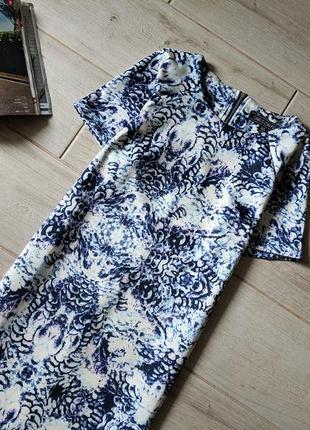 Красивое платье прямого кроя миди в принт s m