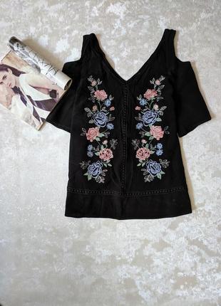 Красивая блуза блузка с вышивкой открытыми плечами